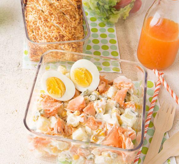 Como hacer ensaladilla de salmón, huevo duro y hojaldre de pera con chocolate con Thermomix®