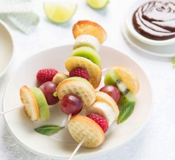 Com fer pinxo de fruites amb gofres mini cruixents amb Thermomix® / Como hacer pincho de frutas con gofres mini crujientes con Thermomix®