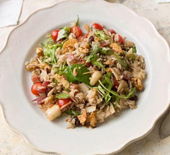 Como hacer ensalada de arroz integral con pera, jamón y parmesano con vinagreta de frutos secos con Thermomix®